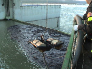 plastic floating oil drum skimmer in emergency